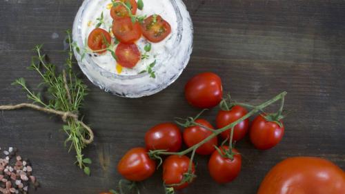 herbed tomato yoghurt