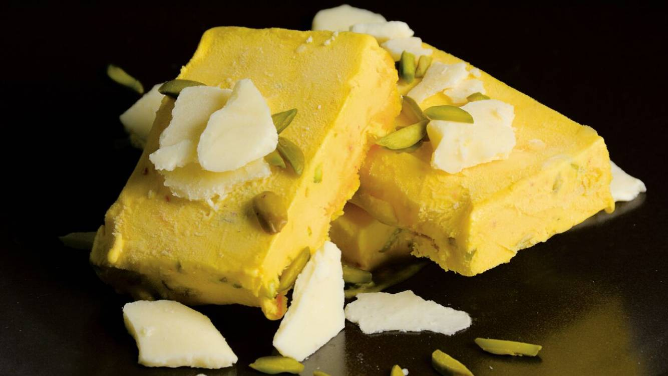 saffron and pistachio ice cream